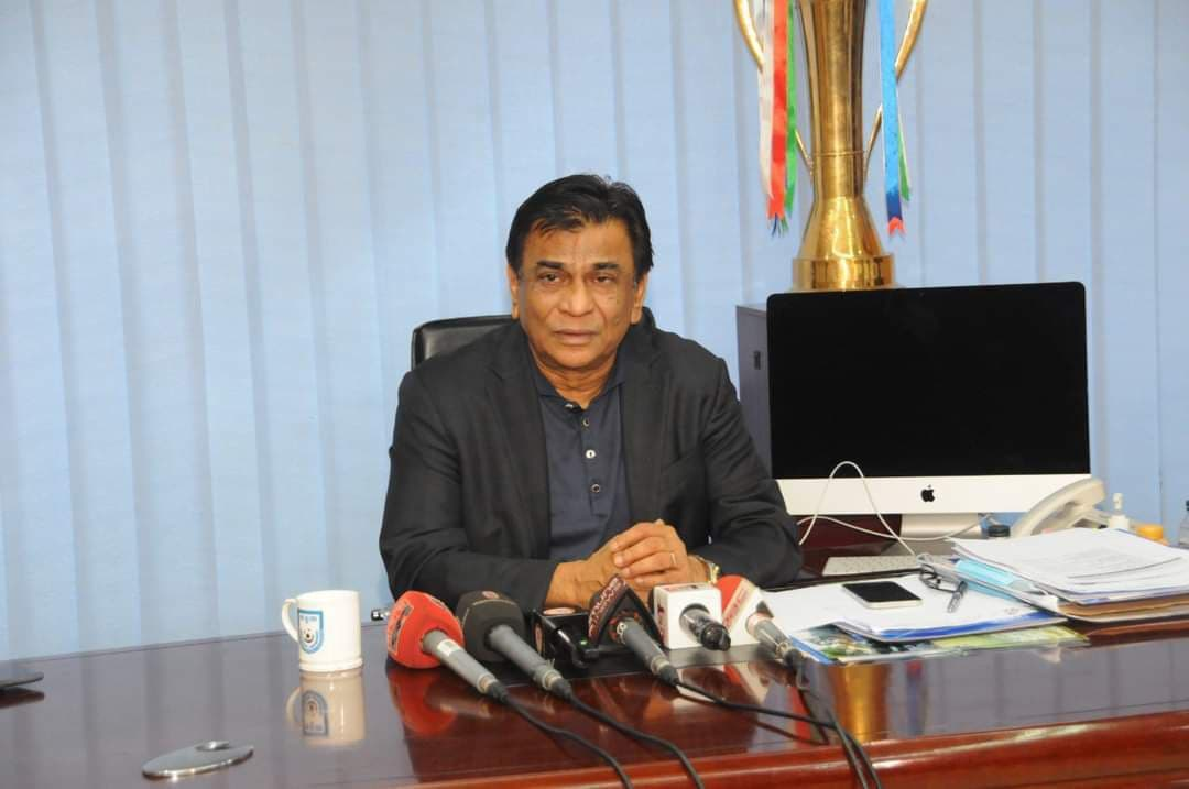 H'ble President of BFF Kazi Md. Salahuddin speaks with renowned players