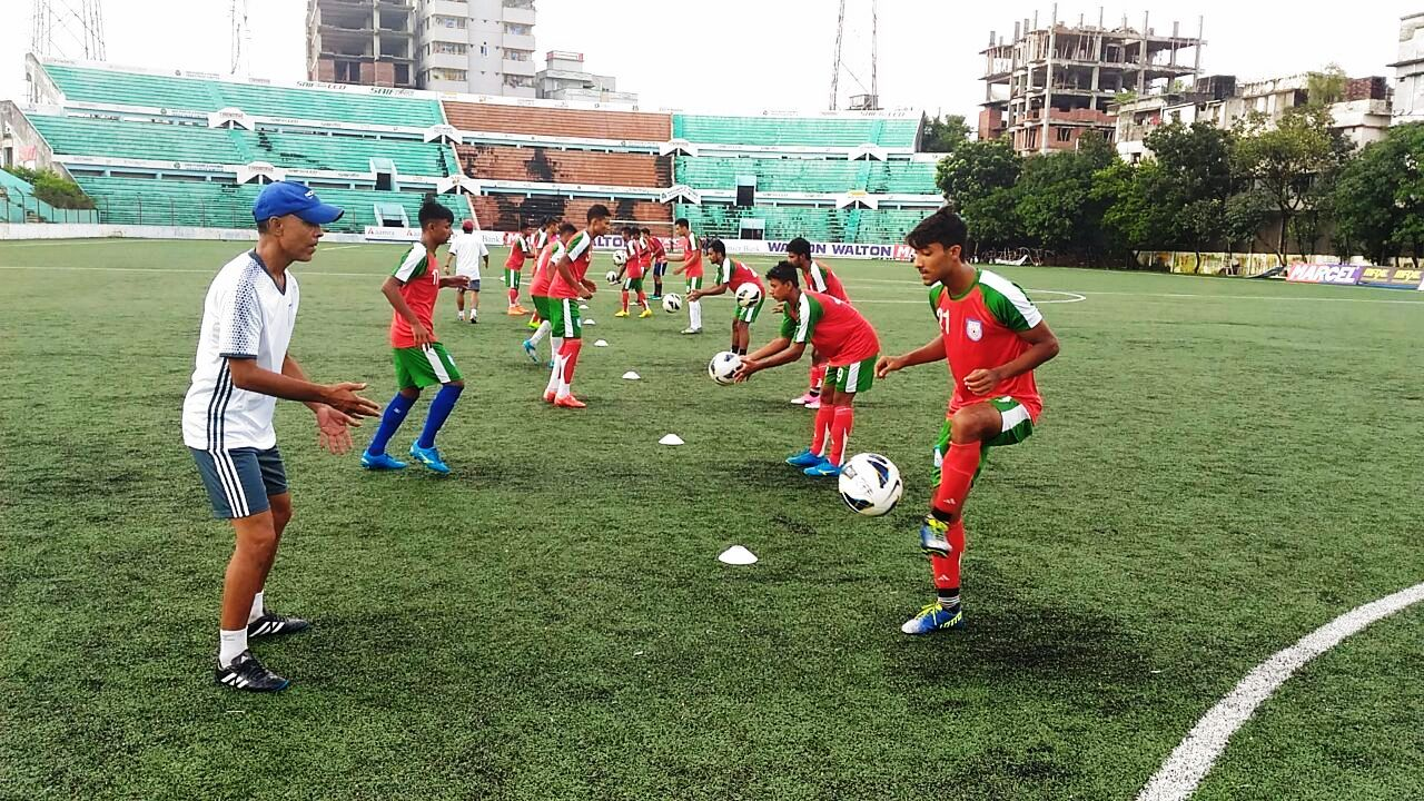U18 boys join non-residential camp