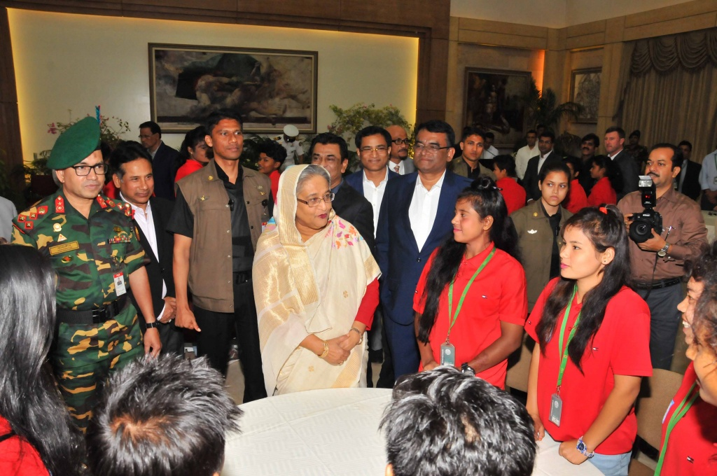 PM hosts a grand reception for U-16 girls, hands over cheque rewards