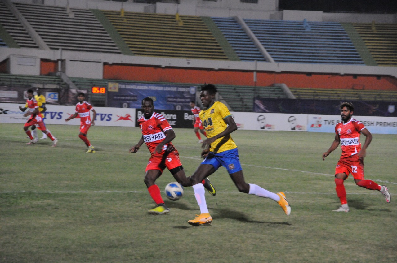 Lt. Sheikh Jamal DC Ltd. defeated Bangladesh Muktijoddha SKC by 2-1 goals