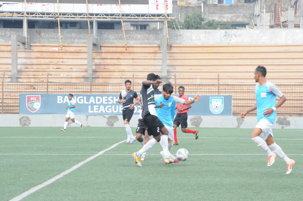 Dhaka Wanderers Club and Farashganj Sporting Club draws the match